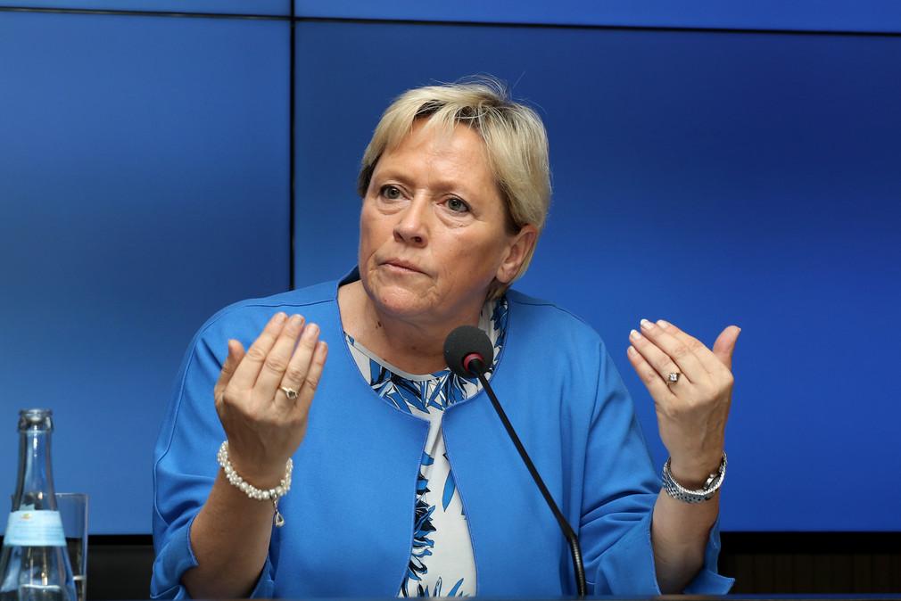Kultusministerin Eisenmann