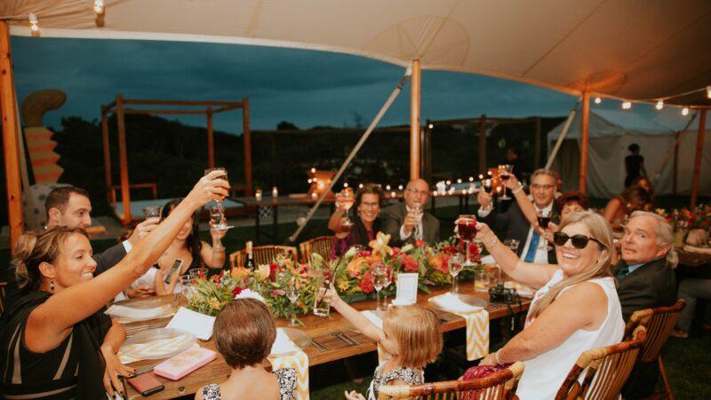 Private Feiern sollen wieder erlaubt werden