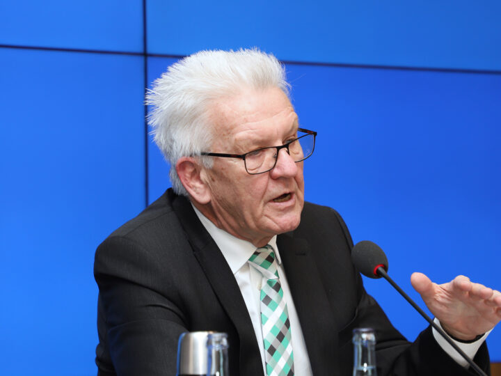 Doch kein Wechselunterricht nach den Osterferien? Kretschmann zieht Ferienverlängerung in Betracht- Liveticker